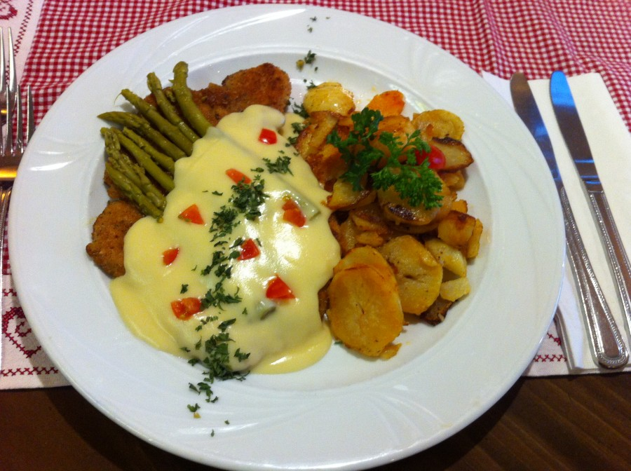 Wiener Schnitzel with Green Asparagus and Hollandaise Sauce