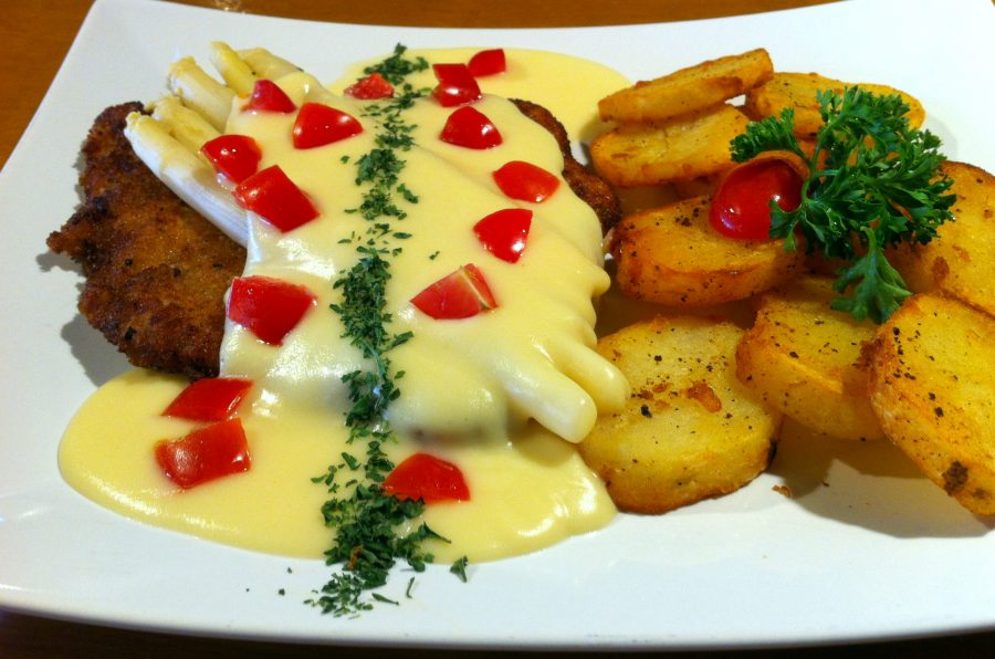 Schnitzel with White Asparagus